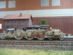18 201 im Bahnhof Norderheide. Auch hier zeigt sich wieder die Größe der Lok auf beeindruckende Weise.